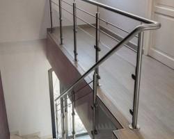 Rompe d'escalier en verre